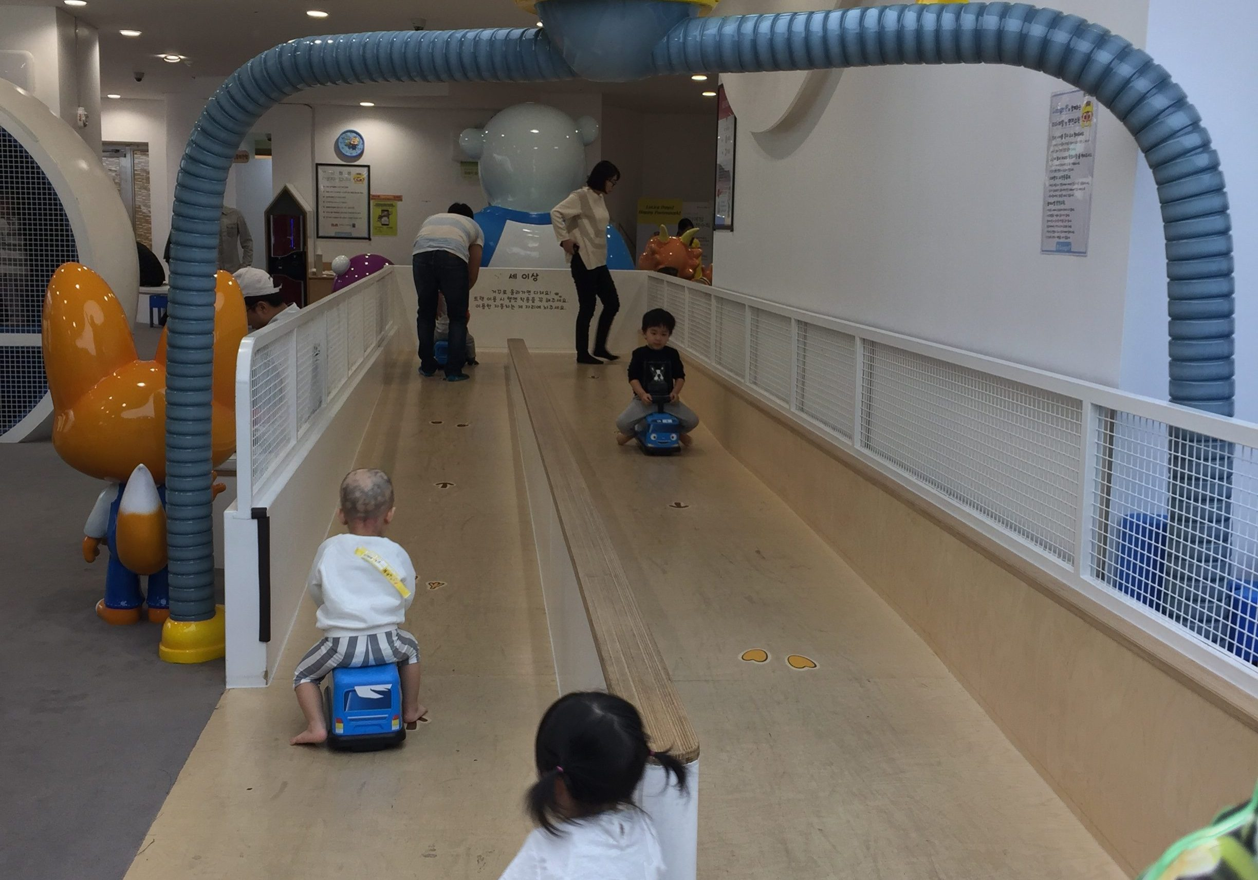 Little Z's fave - car track with slight descend at Pororo Lounge, Coex, Seoul