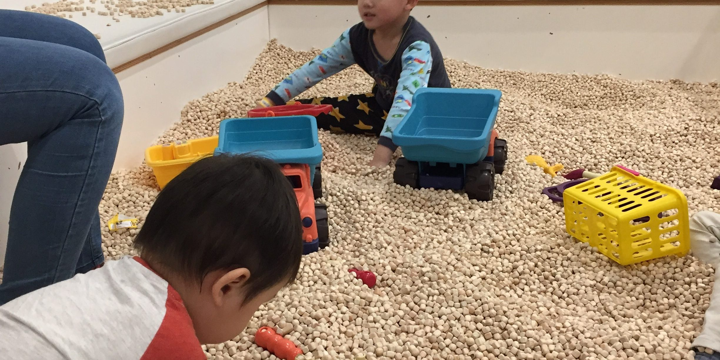 More pictures of the sand-pit made of wooden pebbles. At Pororo Lounge Coex, Seoul.