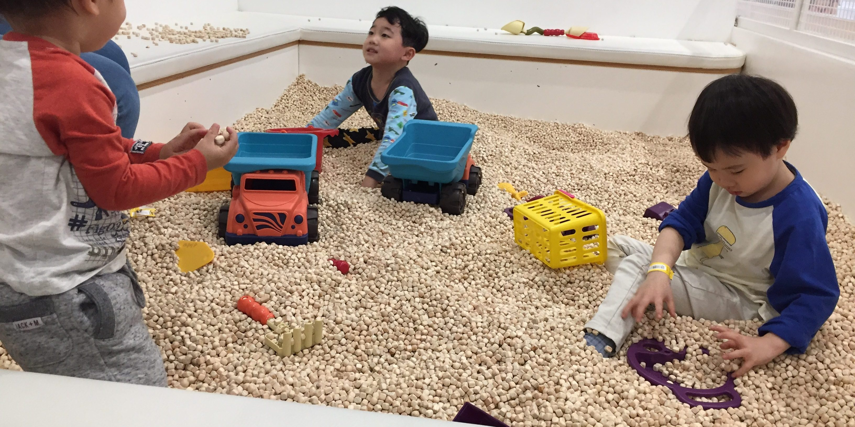 "The ""sand-pit"" made with small wooden pebbles. A much cleaner version of actual sand. Mommy loves! Pororo Lounge, Coex, Seoul"