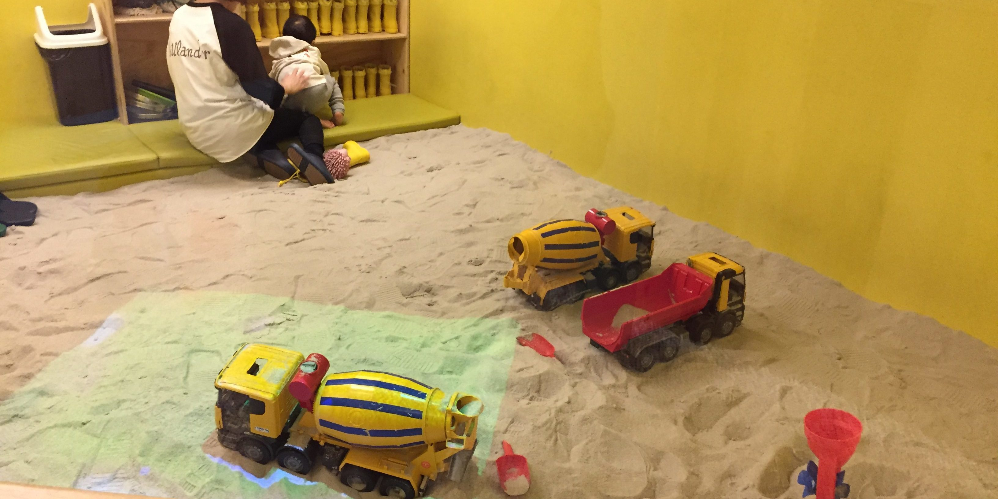 Indoor kids cafe sandpit Seoul